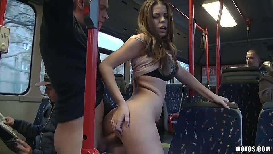 Frauen im bus nackte Sex Im